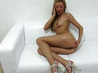 Super hot curvy babe ophelia masturbates with toy